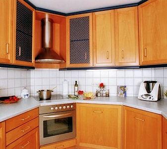 maßgeschneiderte Küche vom Möbeltischler
